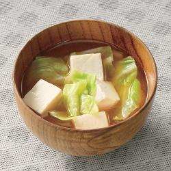 キャベツと豆腐のみそ汁